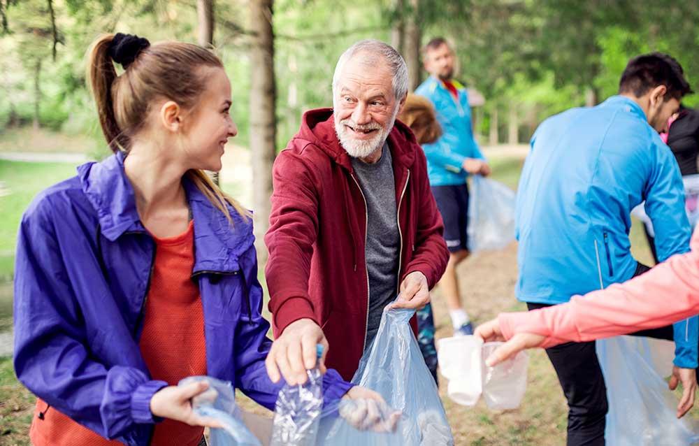 people Volunteering to pick up trash